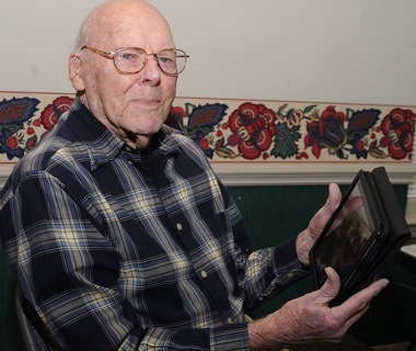 Cliff Kayhart with his iPad